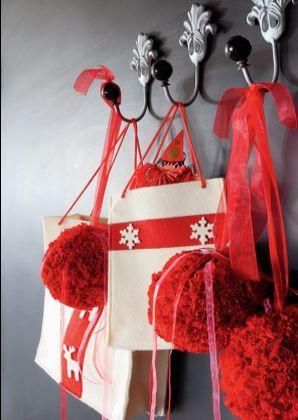 Dom na święta - czerwone dekoracje