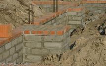 Jak budować fundament, aby ściany domu nie pękały