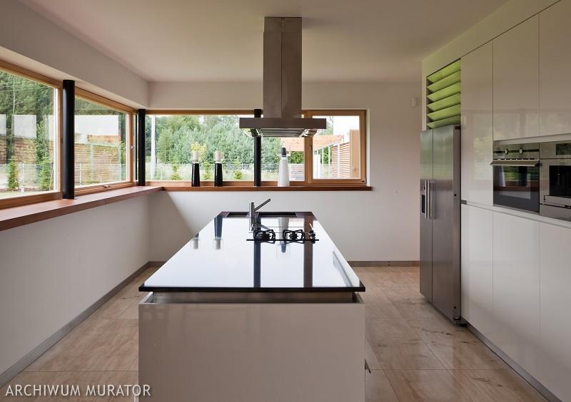 Galeria zdjęć  Czarno biała kuchnia  nowoczesne aranżacje białych kuchni z   -> Kuchnia Bialo Czarno Drewniana