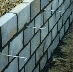 Ściany fundamentowe: monolityczne czy murowane?