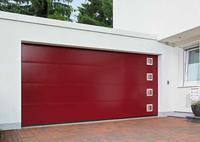Brama garażowa z przeszkleniami