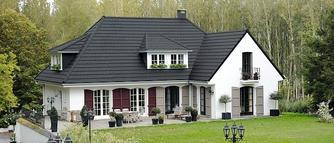 Nowoczesna dachówka ceramiczna: jakie są jej cechy? Na jakich dachc najlepiej ją układać?