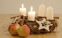 Stroik na Boże Narodzenie. Jak zrobić samodzielnie stroik świąteczny [FILM]