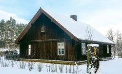 Udana adaptacja wiejskiej chaty. Przebudowa domu z drewna