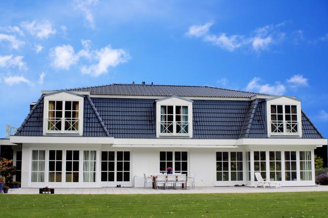 Dom z lukarnami