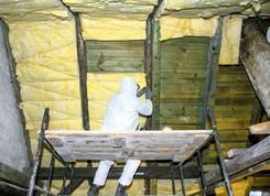 Adaptacja poddasza na cele mieszkalne. Ocieplanie dachu i montaż okien połaciowych