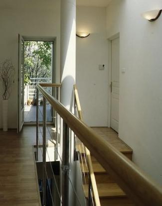 Jak oświetlić schody i klatkę schodową? Trzy superpomysły