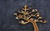 Mini biblioteka na drzewie