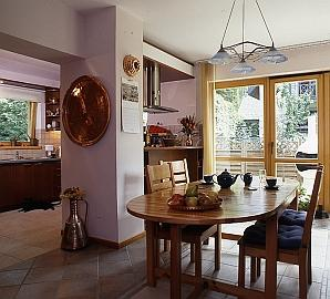 Kuchnia z oknem na ogród