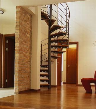 Schody na poddasze: bieg i kształt schodów
