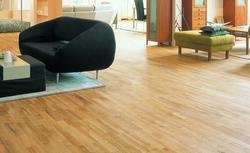 Podłoga z litego drewna. Jak przygotować drewno?