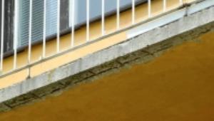 Naprawa balkonu. Wymiana posadzki, remont balustrady